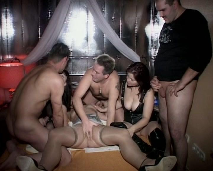 Порно жену в свинг клубе трахают при муже порно видео попы картинках мужик