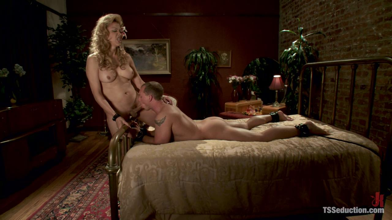 TS Seduction: Johanna B And John Magnum xvideos162151