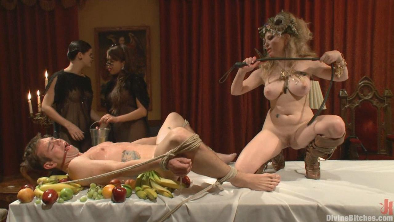 Divine Bitches: La Semence Des Vampires xvideos167164