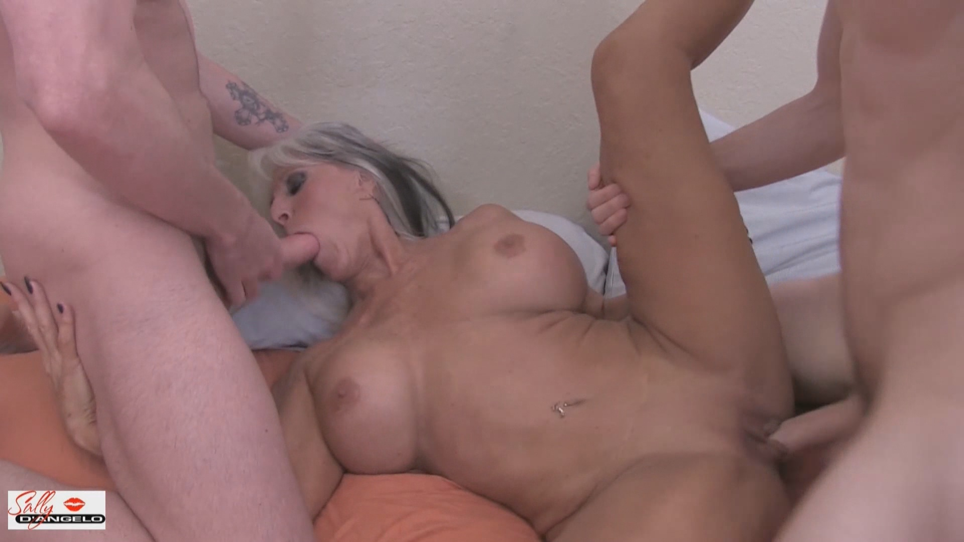 Double Fucking My Aunt xvideos192570